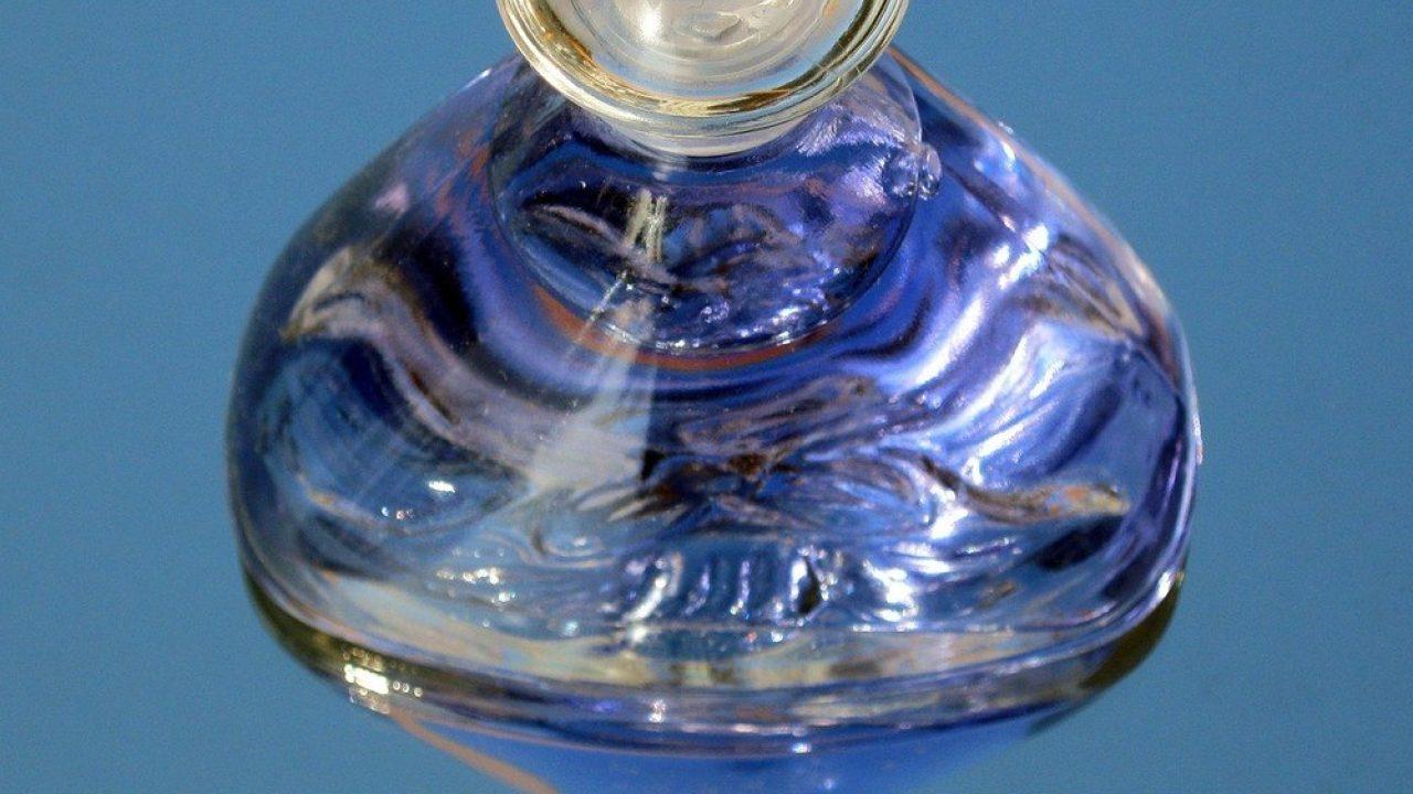 Ge bort en parfym till den du älskar borrochsprang.se